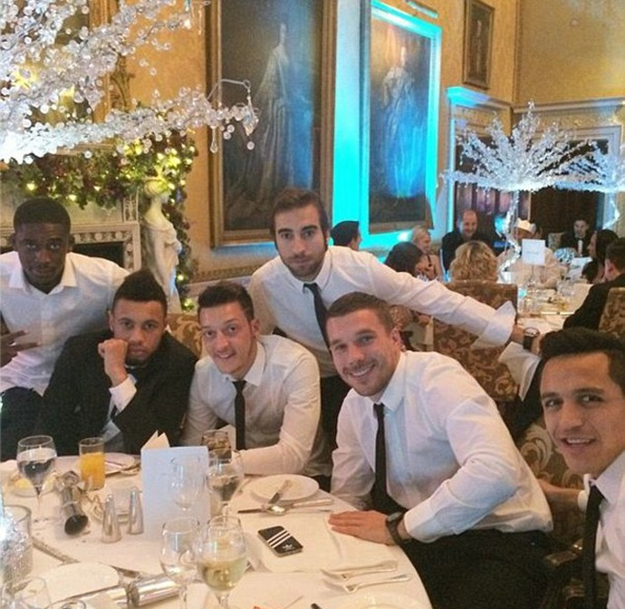 Jogadores do Arsenal celebram o Natal (Foto: Reprodução)