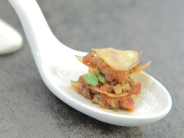 Mil folhas de batata-doce com steak tartare: receita de Hugo Fleury no 'The Taste' (Foto: Divulgao GNT/Adalberto de Melo Pygmeu)