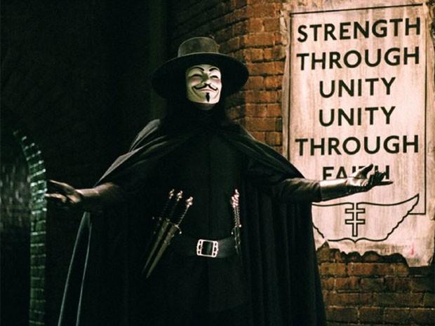 O ator Hugo Weaving em cena do filme 'V de vingança' (2005) (Foto: Divulgação)