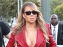 Mariah Carey usa look decotado para gravar programa de TV