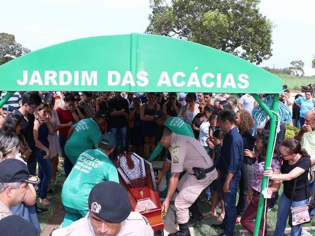 Parentes e amigos de corporação fizeram homenagem ao soldado Ivan (Foto: Ademir dos Anjos/Divulgação)