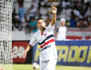 Luciano Henrique foi um dos destaques da goleada tricolor (Foto: Aldo Carneiro)