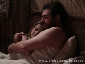 Ela garante que não vai abrir mão de seu amor (Foto: Felipe Monteiro/TV Globo)