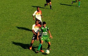 Imagine e Guaraí disputam vaga da semifinal nos pênaltis (Foto: Divulgação/TV Lobão)
