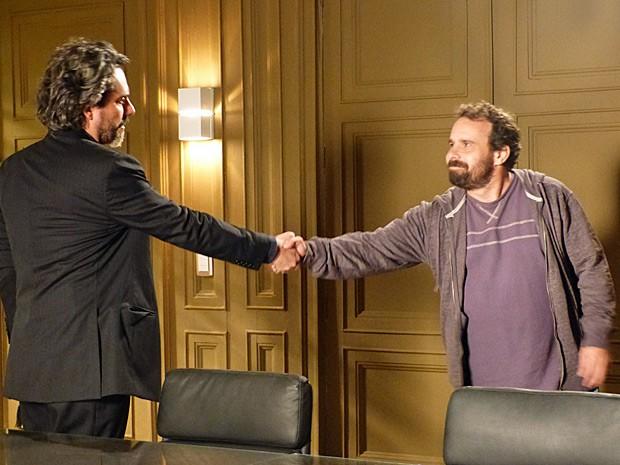 Zé Alfredo agradece Ismael pela devolução do anel (Foto: Império/TV Globo)