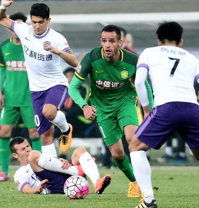Renato Augusto estreia Beijing Guoan na Superliga da China (Foto: Reprodução Sina.com)