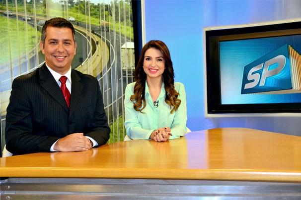 Murilo Zara e Talita apresentam o SPTV 1ª Edição  (Foto: Marketing / TV Fronteira)
