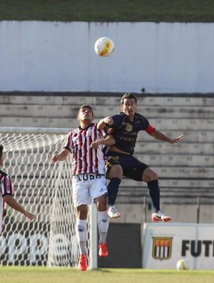 Atuação do atacante Tiago Tremonti foi determinante para a vitória do Azulão (Foto: Gilson Hanashiro/Ag. Bom Dia)