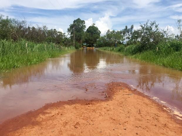 Água avançou por 150 metros do balneário (Foto: Murilo Zara/TV Fronteira)