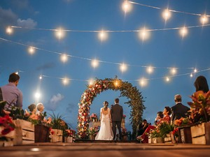 Fotografia de um casamento que contou com o trabalho do casal da Bahia (Foto: Murilo Mascarenhas/Divulgação)