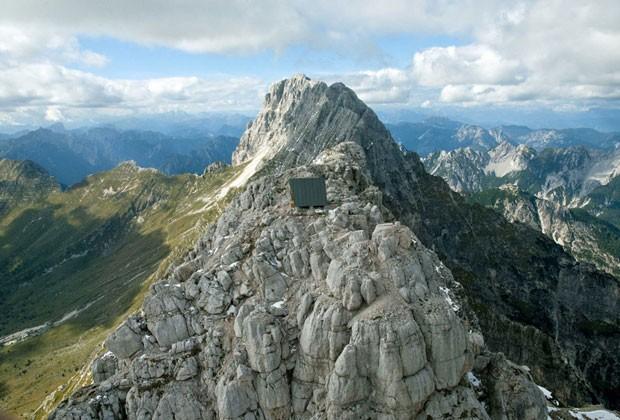 Com uma vista incrível da fronteira da Itália com a Eslovênia, local oferece um refúgio seguro para amantes da natureza desde que foi inaugurada (Foto: The Grosby Group)