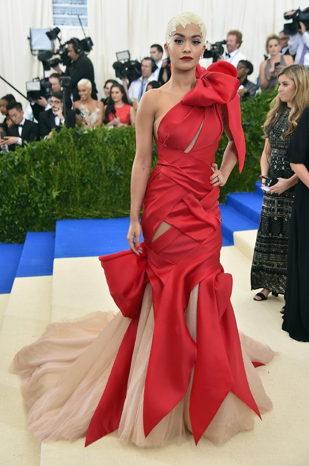 """NEW YORK, NY - MAY 01:  Rita Ora attends the """"Rei Kawakubo/Comme des Garcons: Art Of The In-Between"""" Costume Institute Gala at Metropolitan Museum of Art on May 1, 2017 in New York City.  (Photo by Theo Wargo/Getty Images For US Weekly) (Foto: Getty Images For US Weekly)"""
