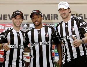 Simão Sabrosa, Hugo Almeida e Manuel Fernandes apresentados no Besiktas (Foto: Reuters)