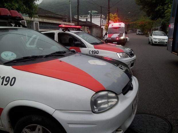 Policial é baleado na frente da esposa e do filho em Santos, SP (Foto: Jonatas Oliveira/G1)