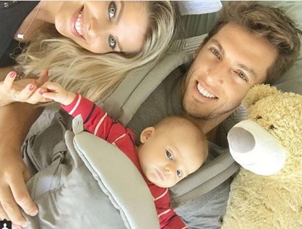 Amaury Nunes com Karina Bacchi e Enrico (Foto: Reprodução/Instagram)