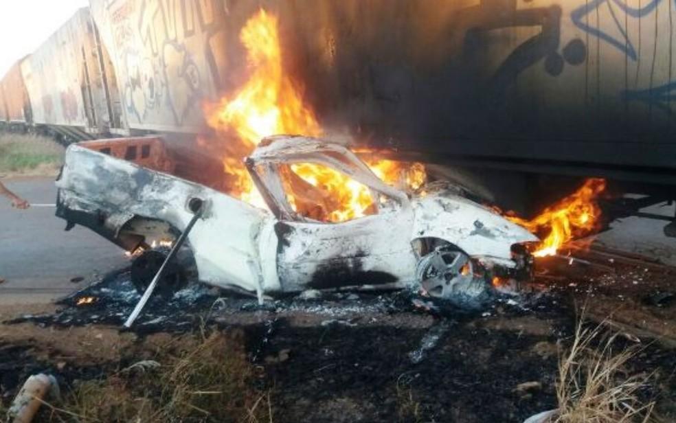 Ocupante de veículo morre em acidente contra trem em Vianópolis, Goiás (Foto: Arquivo pessoal/ Correspondente Vianopolino)