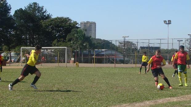 Jogadores treinam na categoria de base (Foto: Filipe Rodrigues / Globoesporte.com)