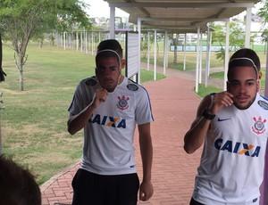 Gabriel e Maycon Corinthians (Foto: Marcelo Braga)
