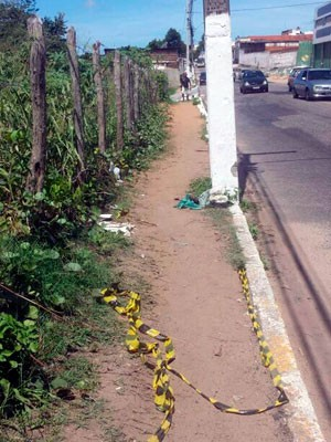 Suspeito foi morto na avenida Felizardo Moura, no Bairro Nordeste (Foto: Flávio Muniz/Inter TV Cabugi)