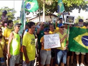 Manifestação contra o governo reúne multidão em bairro nobre de Aracaju (Foto: Tássio Andrade / G1)