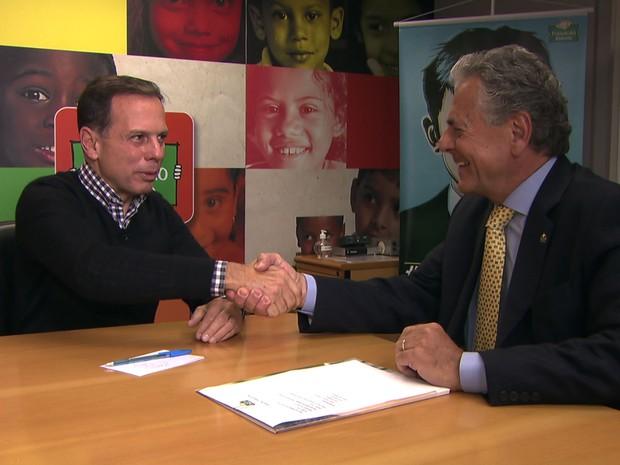 O candidato do PSDB à prefeitura de São Paulo, João Doria, participa de encontro com o presidente da Fundação Abrinq, Carlos Tikian (Foto: TV Globo/Reprodução)