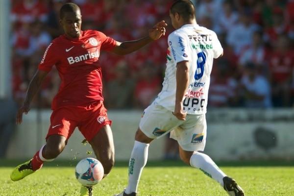 Zagueiro Juan em partida contra o Veranópolis (Foto: Alexandre Lops/Inter, DVG)