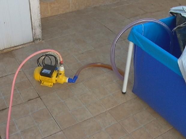 G1 falta de abastecimento de gua afeta vida de muitos for Bomba de agua para piscina