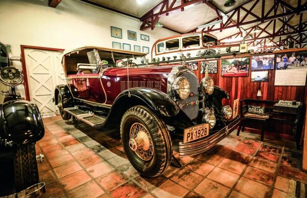 O Chrysler Imperial 1928 tem carroceria de alumínio e já deu carona ao papa João Paulo II (Foto: Leo Cavallini)