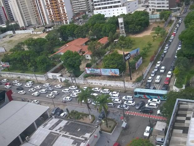Motoristas em carreata fizeram buzinaço na Avenida Santos Dumont  (Foto: Renan Marinho/Arquivo pessoal)