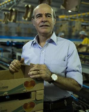 Osmar Prado vive empresário casado com Celeste (Dira Paes) (Foto: Estevam Avellar / TV Globo)