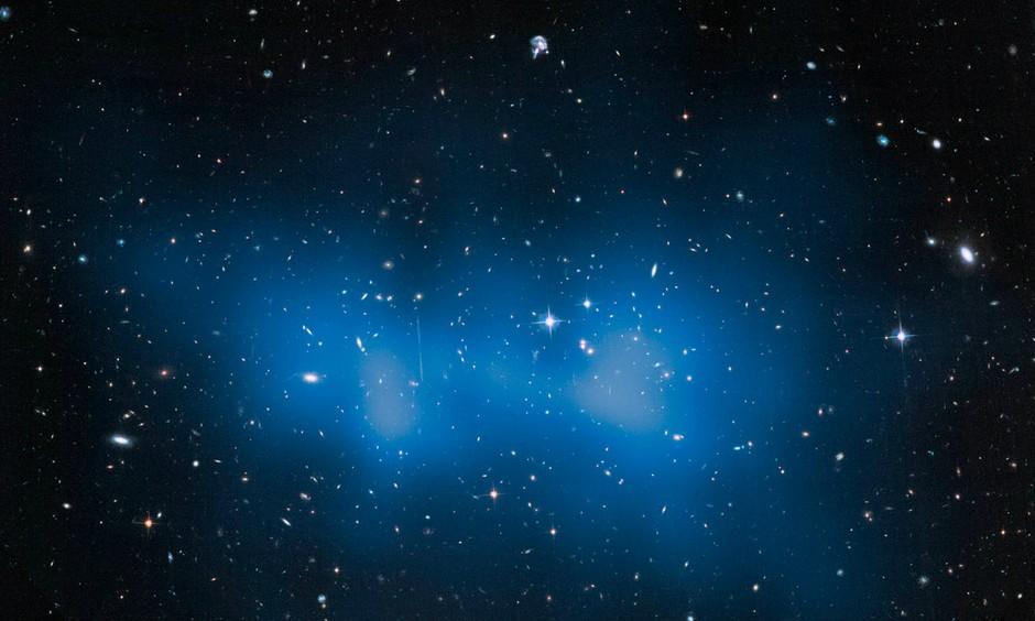 25 anos do Telescópio Espacial Hubble: Uma foto do maior aglomerado de galáxias conhecido, catalogado como ACT-CL J0102-4915 e apelidado de