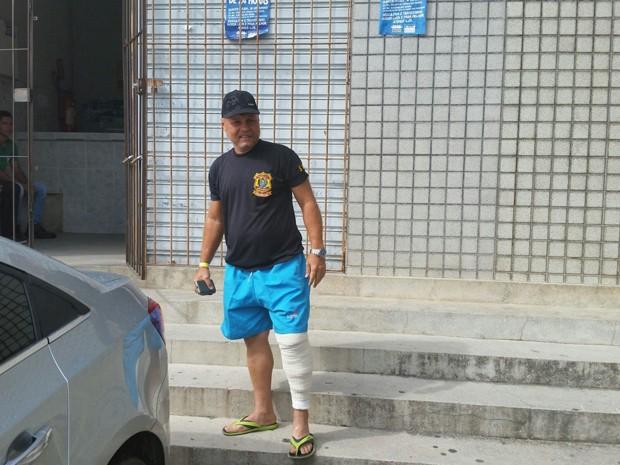 Comissário de polícia 'tropeça' ao reagir a tiroteiro em delegacia, PE (Foto: Divulgação/ Polícia Civil)