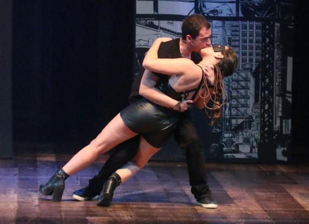 Adriana Birolli e Alexandre Contini apresentam peça no Rio de Janeiro (Foto: Daniel Pinheiro/AgNews)