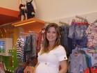 Com barrigão de sete meses, Bárbara Borges escolhe roupas para o filho