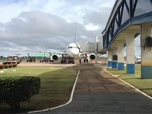 Passageiros reclamaram da falta de informações sobre atraso do voo (Foto: Vanessa Lima)