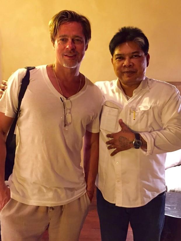 Brad Pitt e  Ajarn Noo Kanpai (Foto: Grosby)