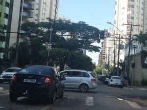 Corte de energia deixou semáforos apagados em avenidas de Goiânia (Foto: Sílvio Túlio/G1)