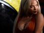 Christina Milian é traída por decote ousado e mostra demais