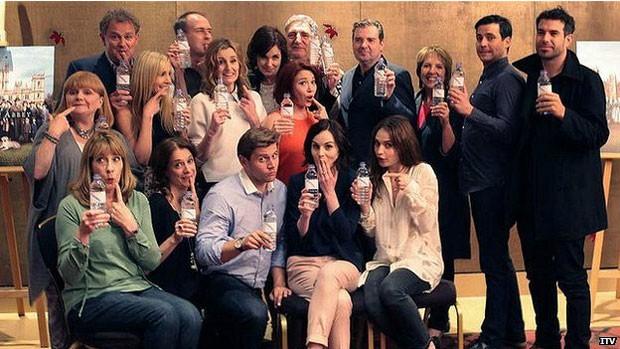 Brincadeira com aparição de garrafa plástica foi usada para apoiar ONG internacional (Foto: ITV)