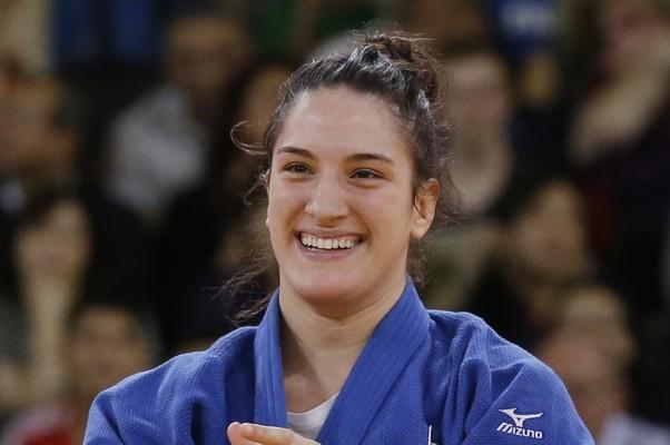 Mayra Aguiar, que completa 21 anos nesta sexta-feira, encarou o terceiro lugar como um presente  (Foto: AP Photo/Paul Sancya)