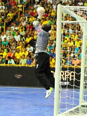 Bornface goleiro futsal zâmbia grand prix (Foto: Ricardo Artifon/CBFS)