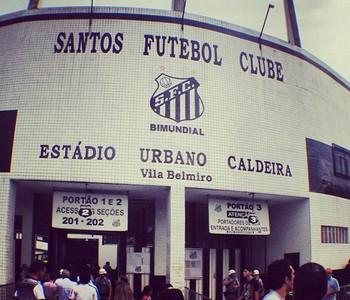 Fachada Vila Belmiro Lee Ranaldo Sonic Youth Santos (Foto: Reprodução / Instagram)