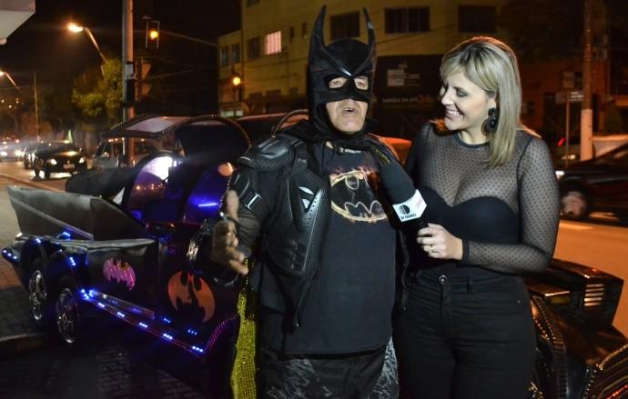 Um super-herói da vida real! 'Batman de Poá' arrecada alimentos para famílias carentes  (Foto: Reprodução / TV Diário)