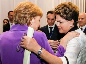 A presidente Dilma Rousseff e a chanceler alemã, Angela Merkel, em junho de 2012 (Foto: Roberto Stuckert Filho/PR)