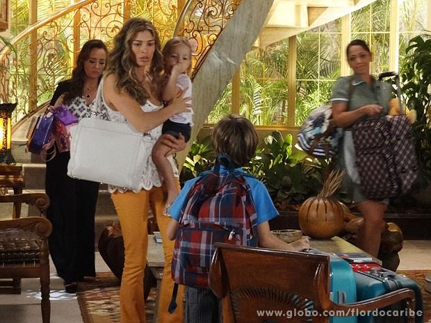 Ester decide sair da mansão com os filhos (Foto: Flor do Caribe / TV Globo)