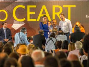 Camilo Santana anuncia isenção de ICMS para artesãos (Foto: Carlos Gibaja/Governo do Estado)