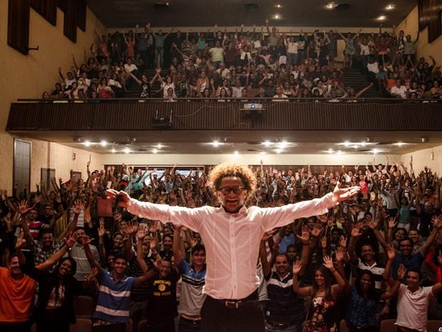 Pisit Mota apresenta stand up em Salvador (Foto: Marcelo Soares/Divulgação)