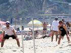 Fernanda Lima e Rodrigo Hilbert curtem feriado na praia