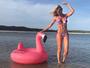 Caroline Bittencourt desiste de sair da dieta para manter barriga trincada