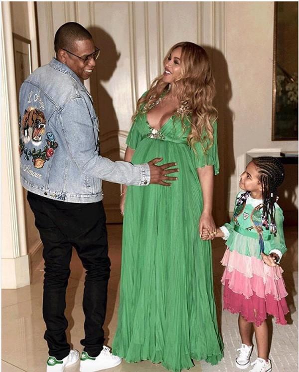 Jay-Z, Beyoncé e a filha do casal, Blue Ivy: gêmeos nasceram nesta semana (Foto: Reprodução Instagram)